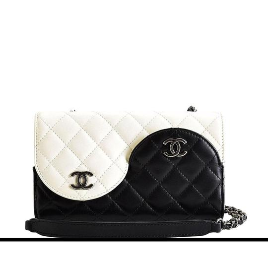 Chanel Ying Yang Cross Body Bag Image 9