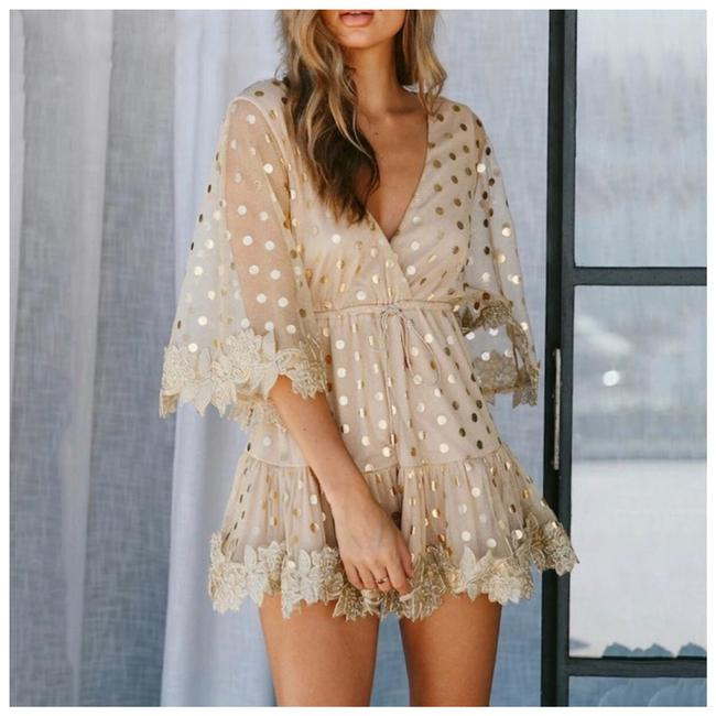 Preload https://img-static.tradesy.com/item/25599981/beige-and-gold-the-aftony-metallic-polka-short-casual-dress-size-8-m-0-0-650-650.jpg