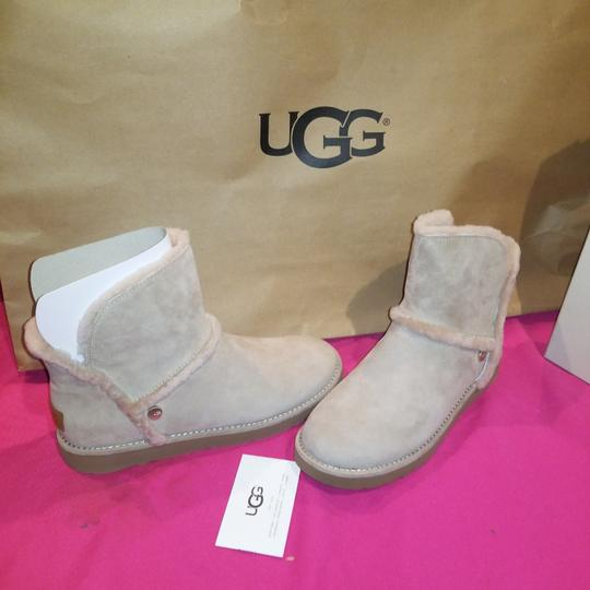 Preload https://item2.tradesy.com/images/ugg-australia-fawn-w-luxe-spill-seam-mini-water-resistant-bootsbooties-size-us-8-regular-m-b-25600371-0-0.jpg?width=440&height=440