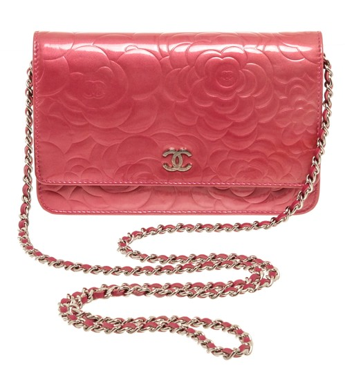 Preload https://img-static.tradesy.com/item/25601017/chanel-pink-chain-patent-leather-camellia-woc-bag-wallet-0-0-540-540.jpg