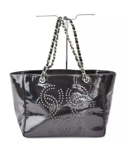 Preload https://img-static.tradesy.com/item/25601221/chanel-chain-black-patent-leather-tote-0-0-540-540.jpg