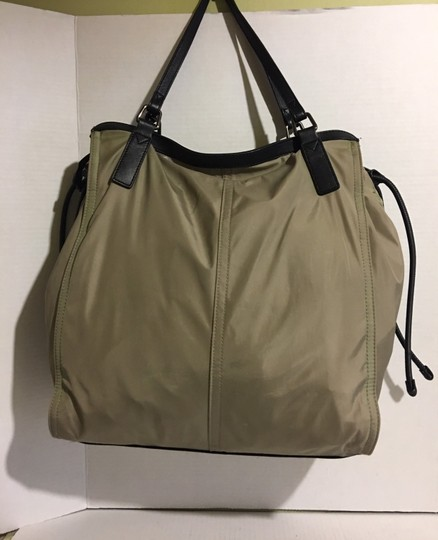 Burberry Tote in beige/ taupe Image 1