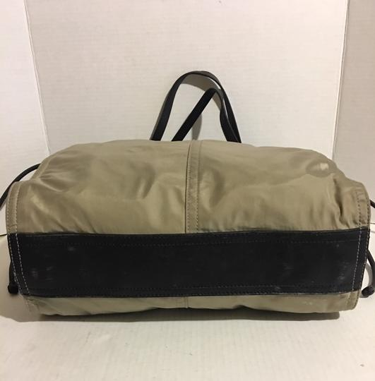 Burberry Tote in beige/ taupe Image 2