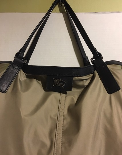 Burberry Tote in beige/ taupe Image 3