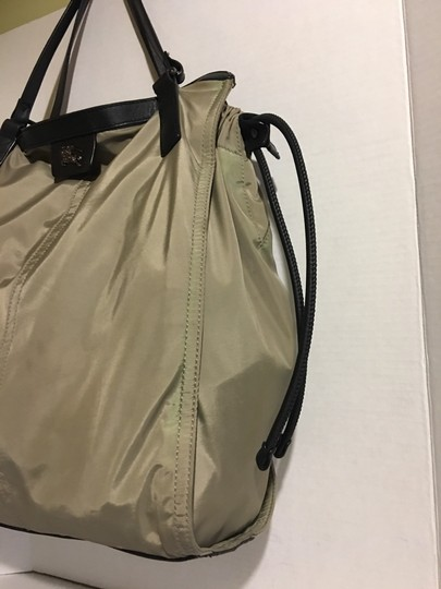 Burberry Tote in beige/ taupe Image 4