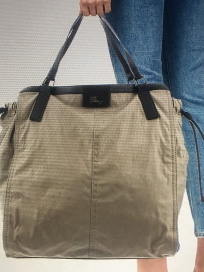 Burberry Tote in beige/ taupe Image 9