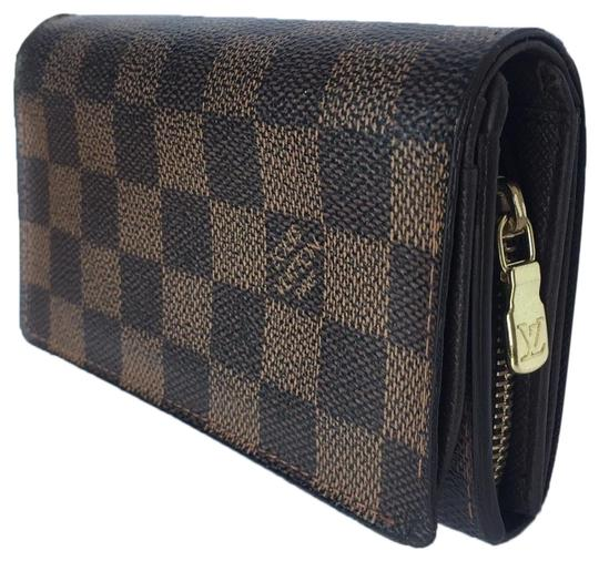Preload https://img-static.tradesy.com/item/25603377/louis-vuitton-brown-tresor-damier-ebene-wallet-0-2-540-540.jpg