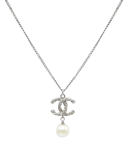 Preload https://img-static.tradesy.com/item/25607385/chanel-silver-pearl-with-cc-logo-pendant-necklace-0-1-540-540.jpg