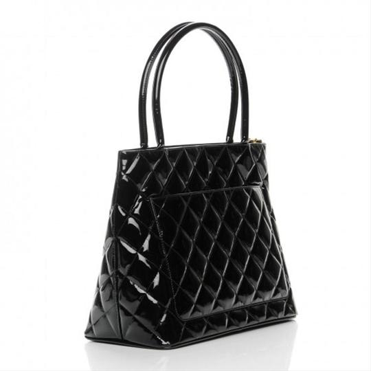 Chanel Medallion Vintage Patent Leather Tote in Black Image 1