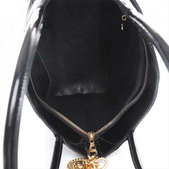 Chanel Medallion Vintage Patent Leather Tote in Black Image 3