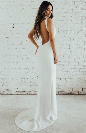 Preload https://img-static.tradesy.com/item/25610988/katie-may-ivory-jean-and-noel-paloma-plunge-back-crepe-trumpet-gown-modern-wedding-dress-size-6-s-0-0-540-540.jpg