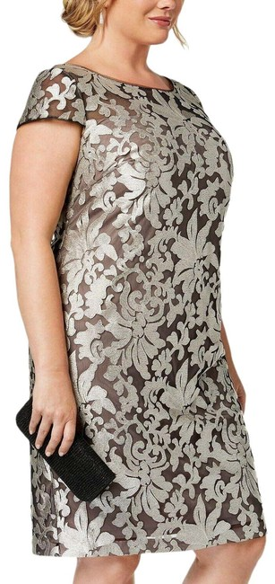 Item - Silver Damask Embroidered Msrp (24w) Light- Mid-length Cocktail Dress Size 24 (Plus 2x)