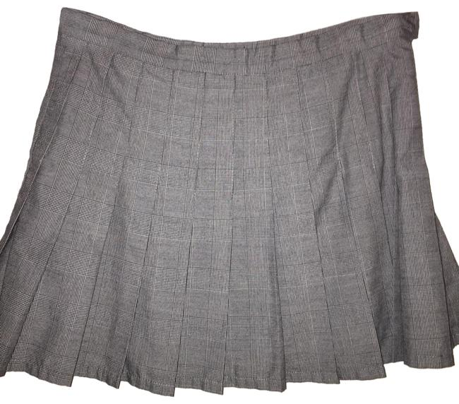 Item - Grey Plaid Pleated Skirt Size 6 (S, 28)