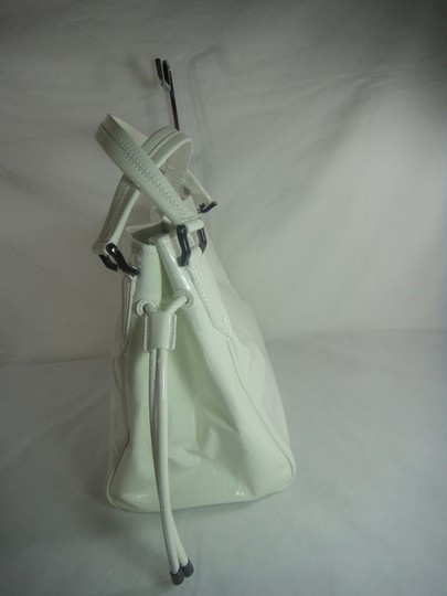 Burberry Tote in White Image 4
