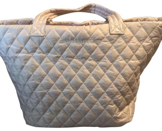Preload https://img-static.tradesy.com/item/25618637/roberto-coin-quilted-champagne-weekendtravel-bag-0-1-540-540.jpg