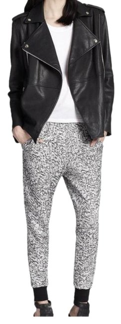 Preload https://img-static.tradesy.com/item/25618955/elizabeth-and-james-black-and-white-jasper-jogger-pants-size-8-m-29-30-0-1-650-650.jpg