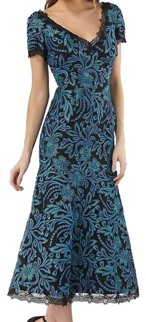 Item - Green Womens Embroidered V-neck Sheath (10) Long Cocktail Dress Size 10 (M)