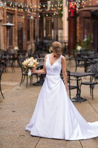 Allure Bridals White Satin and Lace Romance Traditional Wedding Dress Size 4 (S)