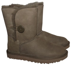 eb86a681335 UGG Australia Boots & Booties Up to 90% off at Tradesy