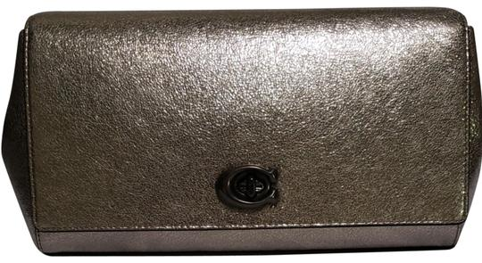 Preload https://img-static.tradesy.com/item/25624482/coach-metallic-pewter-leather-clutch-0-4-540-540.jpg