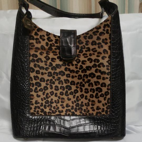Preload https://item5.tradesy.com/images/brahmin-brahminanimal-printgreat-condition-black-leather-hobo-bag-25624664-0-0.jpg?width=440&height=440