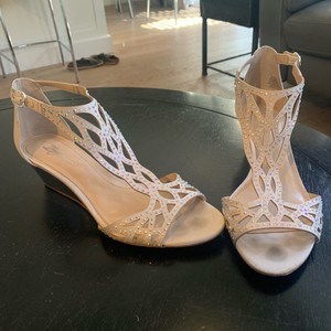 Imagine by Vince Camuto White Wedges Size US 9.5 Regular (M, B)