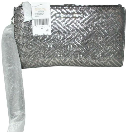 Preload https://img-static.tradesy.com/item/25629138/michael-kors-silver-adele-double-zip-iphone-7-plus-wristlet-wallet-case-tech-accessory-0-1-540-540.jpg