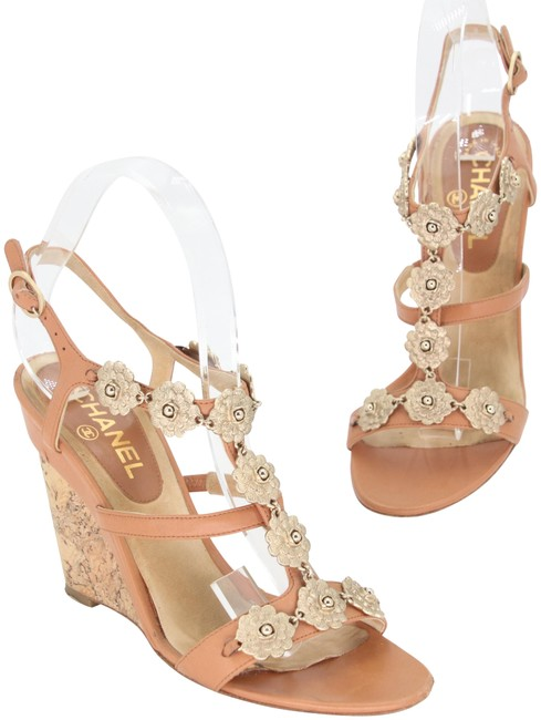 Item - Brown Tan Gold-tone Leather and Cork Camellia Flower T-strap Sandals 38.5 Wedges Size US 7.5 Regular (M, B)