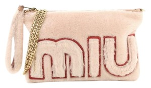 Miu Miu Logo Chain Clutch Shearling light pink Clutch