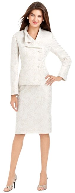 Item - Almond/White Bright Makeover Jacquard Bow Collar Skirt Suit Size 16 (XL, Plus 0x)