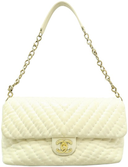 Preload https://img-static.tradesy.com/item/25637553/chanel-chevron-beige-lambskin-leather-shoulder-bag-0-1-540-540.jpg