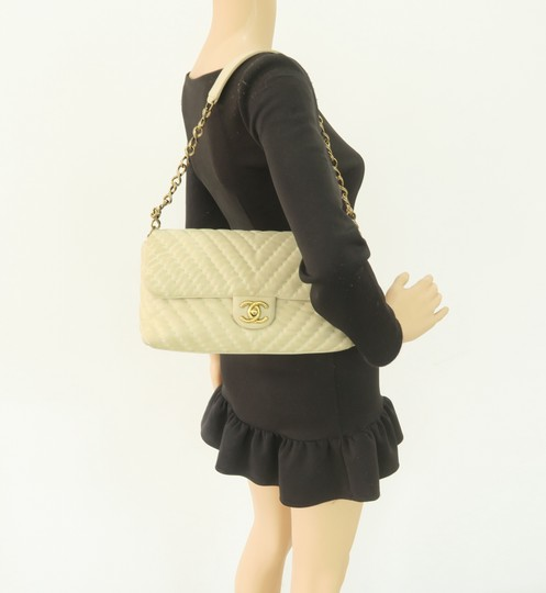 Chanel Chevron Lambskin Shoulder Bag Image 11