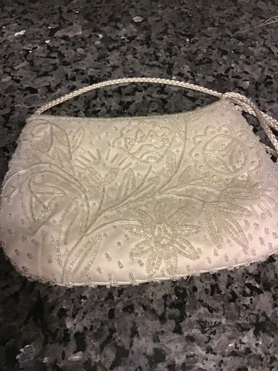 Valerie Stevens White Beaded Bridal Handbag Image 3