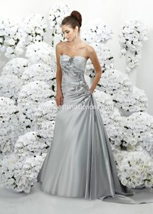 Impression Bridal Diamond White 3071 Feminine Wedding Dress Size 8 (M)