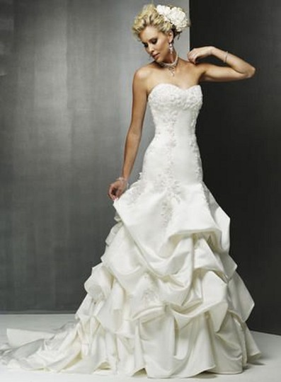 Preload https://img-static.tradesy.com/item/25637903/maggie-sottero-white-3135-destination-wedding-dress-size-8-m-0-0-540-540.jpg