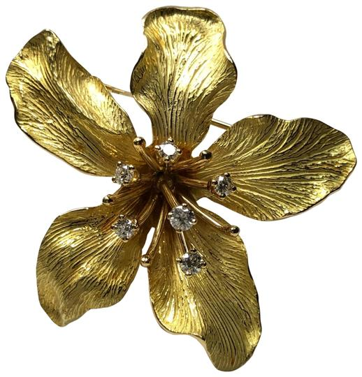 Preload https://img-static.tradesy.com/item/25637915/tiffany-and-co-diamond-036ct-flower-lily-3-dimensional-textured-pin-brooch-18k-750-yellow-gold-0-1-540-540.jpg