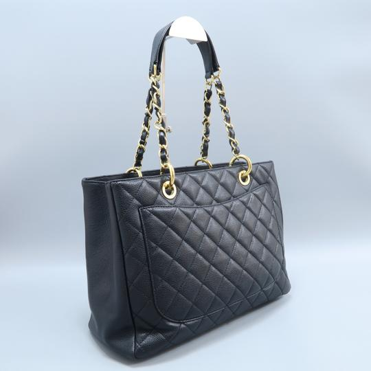 Chanel Caviar Caviar Gst Shoulder Bag Image 3