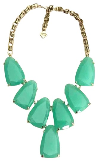 Preload https://img-static.tradesy.com/item/25638403/kendra-scott-green-gold-harlow-necklace-0-1-540-540.jpg
