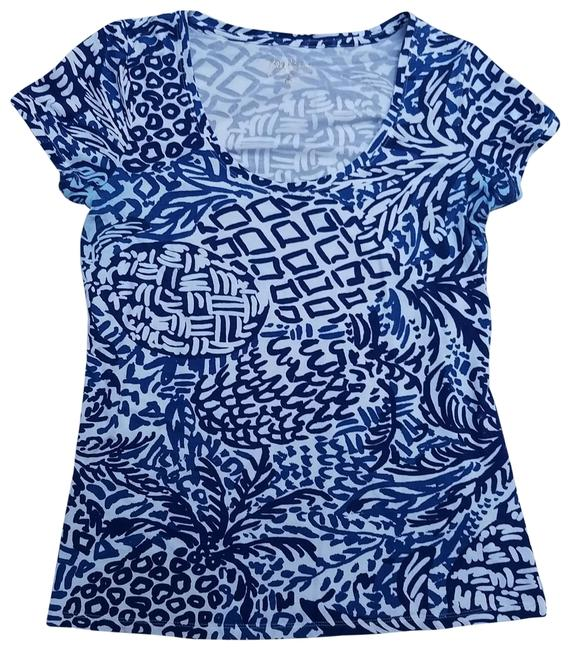 Preload https://img-static.tradesy.com/item/25638602/lilly-pulitzer-blue-and-white-print-tee-shirt-size-8-m-0-1-650-650.jpg