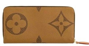 Louis Vuitton Monogram Giant Zippy Wallet