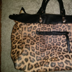 Jessica Simpson Tote in Animal print