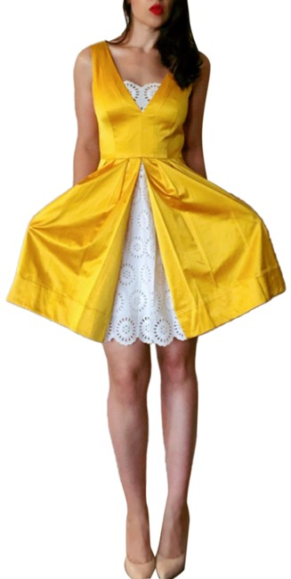 Item - Yellow W Shiny W/ White Lace A Line Mid-length Formal Dress Size 2 (XS)