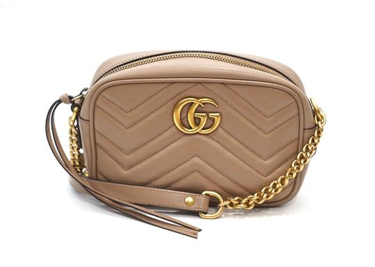 Preload https://img-static.tradesy.com/item/25648338/gucci-marmont-mini-gg-logo-quilted-camera-dusty-pink-nude-leather-cross-body-bag-0-0-540-540.jpg
