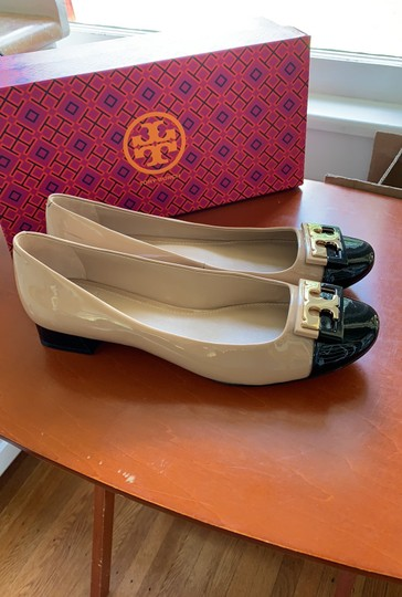 Tory Burch Leather Beige and Black Pumps Image 3