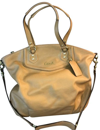 Preload https://img-static.tradesy.com/item/25649491/coach-color-camel-leather-tote-0-1-540-540.jpg