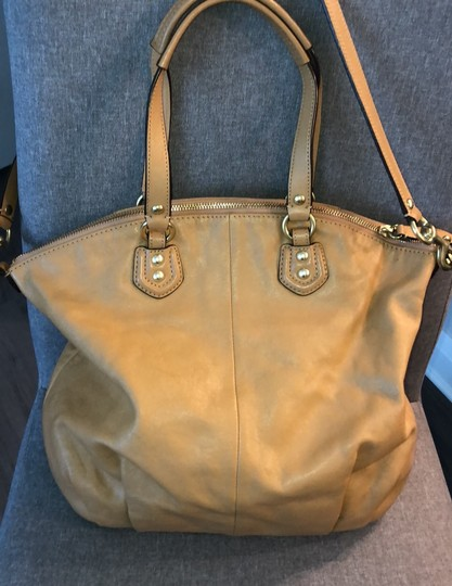 Coach Tote in camel Image 1