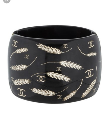 Preload https://img-static.tradesy.com/item/25649575/chanel-black-and-gold-cc-wheat-resin-cuff-bracelet-0-0-540-540.jpg