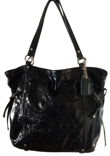 Preload https://img-static.tradesy.com/item/25649633/coach-tribeca-large-navy-patent-leather-tote-0-4-540-540.jpg