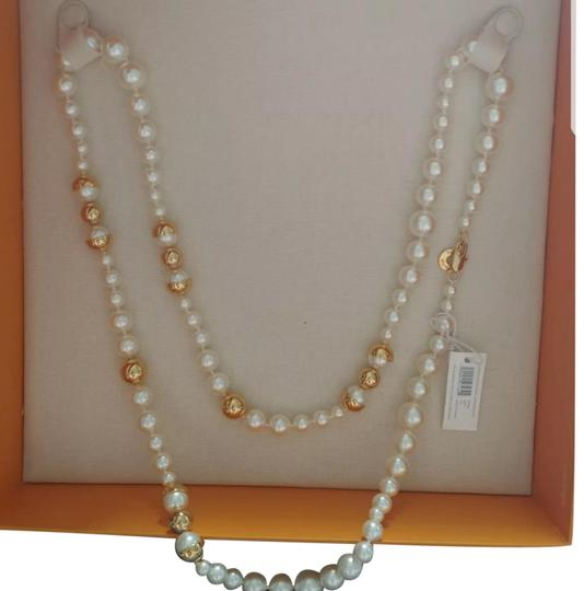 Preload https://img-static.tradesy.com/item/25649679/tory-burch-capped-crystal-pearl-necklace-0-4-540-540.jpg
