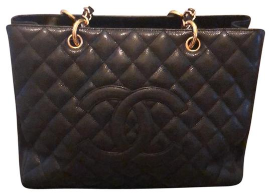 Preload https://img-static.tradesy.com/item/25649748/chanel-monogrammed-quilted-shopper-black-with-gold-hardware-caviar-leather-tote-0-1-540-540.jpg